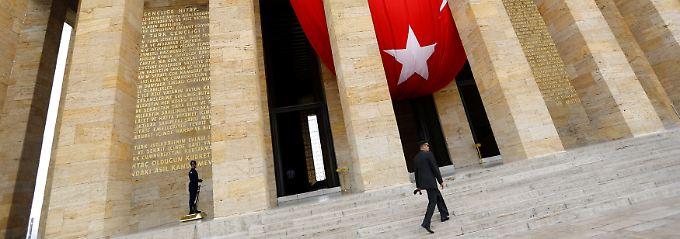 Kräftige Zinsanhebung: Türkische Notenbank stabilisiert Lira