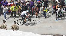 Irrer Giro-Ritt durch die Alpen: Entfesselter Froome fliegt ins Rosa Trikot