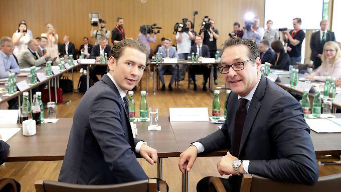 Österreichs Bundeskanzler Kurz und Vizekanzler Strache bei der Regierungsklausur in Mauerbach bei Wien.