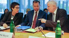Innenausschuss im Bundestag: Seehofer und Cordt zu Bamf-Affäre befragt