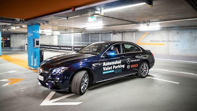 Das das Auto sich im Parkhaus selber seinen Stellplatz sucht wünschen sich viele Autofahrer.