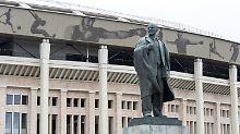 An seine Historie erinnert vor dem Luschniki-Stadion heute eine Lenin-Statue.