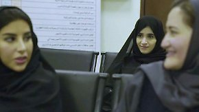 Kleine Revolution in Saudi-Arabien: Erste Frauen erhalten Führerschein