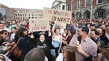 """Aktivisten argumentieren, die bestehende Regelung in Nordirland kriminalisiere die Frauen und setze sie """"unmenschlichen und erniedrigenden"""" Behandlungen aus."""