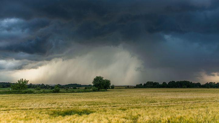 Südlich der Mittelgebirge sind heute durchaus noch Starkregen und Hagelschauer möglich.