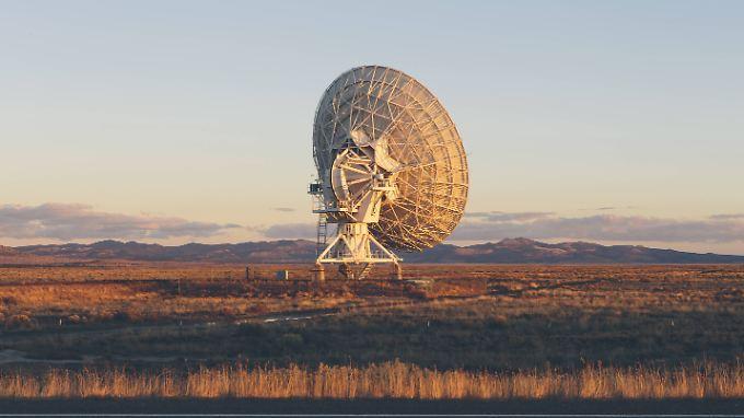 """Radioantenne des """"Very Large Array"""" im US-Bundesstaat New Mexico. Sie hilft bei der Suche nach außerirdischen Signalen."""