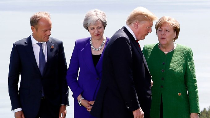 Gruppenfoto auf dem G7-Gipfel: US-Präsident Trump sucht seinen Platz.