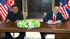 Nach dem vierstündigen Gipfel setzten Trump und Kim ihre Unterschriften unter das gemeinsame Dokument.