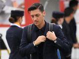 """Allein, allein? Mesut Özil hat sich durch die """"Erdogan-Affäre"""" auch beim DFB nicht gerade beliebt gemacht."""