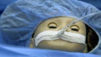 Kaum zu glauben, aber wahr: Herz-OP an Puppe rettet Kinderlachen