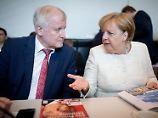 Streit mit Merkel: Mehrheit der Unionsfraktion hält zu Seehofer