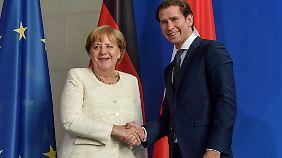 Merkel will eine europäische Lösung der Asylfrage, das sagte sie auch noch einmal am Abend bei ihrem Treffen mit Österreichs Kanzler Kurz.