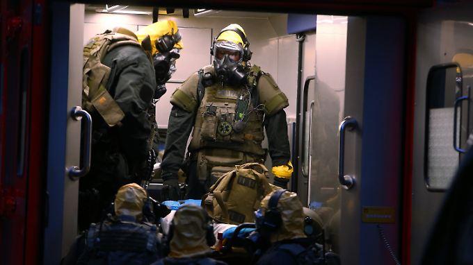 Ehepaar in Köln festgenommen: Spezialkräfte sichern möglicherweise gefährliche Substanzen