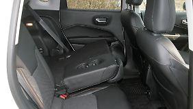 """Die teilbaren Rücklehnen im Jeep Compass sind der Ausstattungslinie """"Limited"""" vorbehalten."""