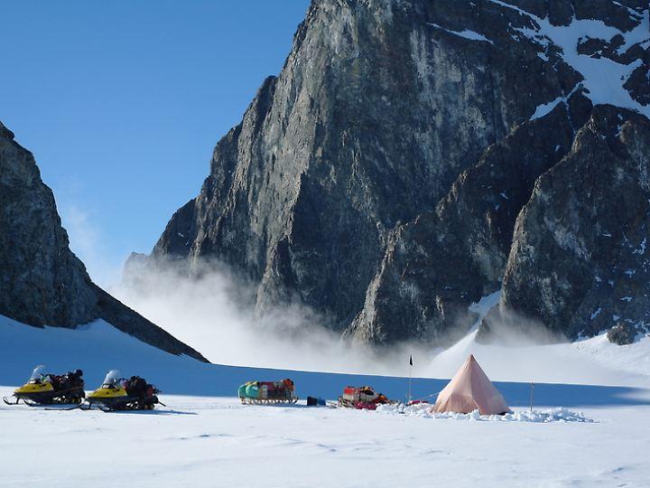 Antarktis, Alexandernsel: Britische Forscher haben ihr Zelt aufgeschlagen.