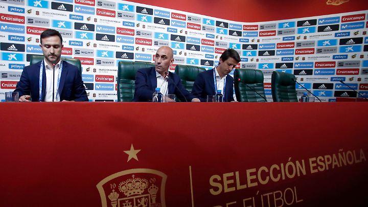 Bei der Pressekonferenz ein Tag vor dem WM-Start wurde der Rauswurf besiegelt.