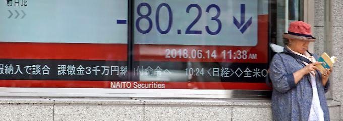"""Zinsanhebunung im """"aggressiven Ton"""": Die Weichenstellung in den USA belastet - zusammen mit dem Faktor Trump - die Börsenstimmung in Tokio."""