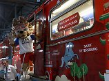 Russlands WM-Maskottchen Zabivaka hat's schon drauf mit dem Metrokorso.