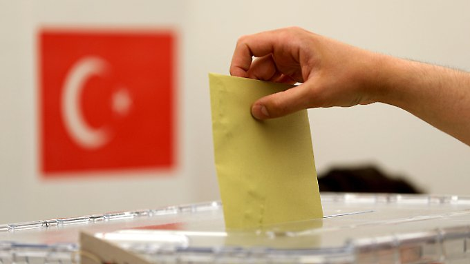 Nur rund ein Viertel der in Deutschland lebenden Wahlberechtigten haben bislang ihre Stimme abgegeben.