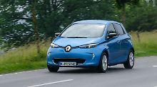 Stadt, Land, Bundesstraße. Der Renault Zoe stromert mit einer Batteriefüllung etwa 300 Kilometer.