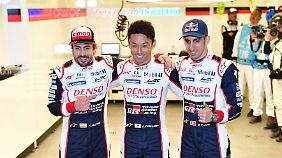 Fernando Alonso (l.) mit seinen Teamkollegen Kazuki Nakajima und Sebastien Buemi.