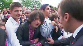"""Du kannst sonst gerne den Clown spielen"": Macron maßregelt frechen Schüler"