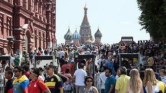 Ausgelassene Stimmung in Russland: WM-Touristen verwandeln Roten Platz in Partymeile