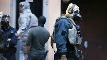 Die Wohnung, in dem der Mann und seine Frau mit Rizin hantierten, betraten die Sicherheitskräfte nur in Schutzkleidung.