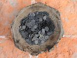 Fast 10.000 Münzen: Sammler unterschlagen Silberschatz-Fund