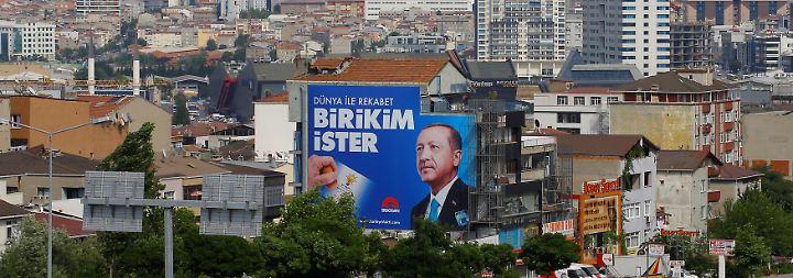 Das Misstrauen gegen Präsident Erdogans Kurs wächst. Wer kann, sucht das Weite.