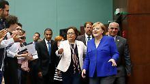 Kanzlerin Angela Merkel lässt sich in Jordanien beklatschen.