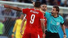 Nach dem Spiel Serbien gegen Schweiz muss Schiedsrichter Felix Brych viel Kritik einstecken - und bekommt nun sogar selbst die Rote Karte für die WM.