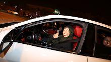 Verbot aufgehoben: Saudi-Arabiens Frauen fahren jetzt Auto