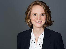 Rechtsanwältin Dr. Alexandra Henkel ist Fachanwältin für Arbeitsrecht, Wirtschaftsmediatorin und Business Coach.