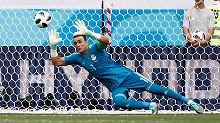 Ägyptens Torhüter Essam El Hadaray stellt einen neuen WM-Altersrekord auf.