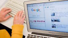 Unter anderem sollen nach dem Leistungsschutzrecht Portale wie Google News künftig nicht mehr ohne Erlaubnis Abschnitte von Pressetexten in ihren Ergebnissen anzeigen dürfen.