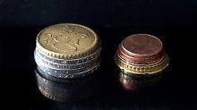 8,84 Euro in Münzen: So viel müssen Arbeitnehmer in Deutschland mindestens pro Stunde bekommen.