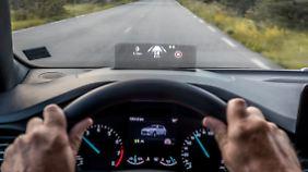 Das neue Head-Up-Display glänzt durch eine Kontraststarke Anzeige.