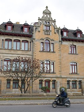 Der ehemalige Sitz der Dresdner Finanzfirmengruppe Infinus. Die Villa wurde verkauft - zum Schleuderpreis, wie die IG Infinus motiert.