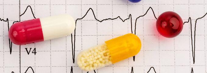 Die Deutsche Hochdruckliga empfiehlt verunsicherten Patienten, ihre blutdrucksenkenden Arzneimittel nicht eigenmächtig und ohne Rücksprache mit ihrem Arzt abzusetzen.