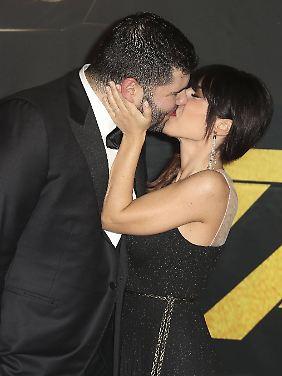 Bei romantischen Küssen schließen viele die Augen.