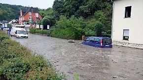Starkregen und Blitzschlag: Heftige Unwetter setzen Ortschaften unter Wasser
