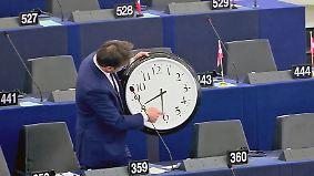 """""""Jetlag"""" zwischen Sommer und Winter: EU lässt Bürger über Zeitumstellung abstimmen"""
