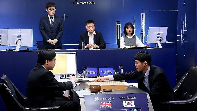 Vor zwei Jahren gewann AlphaGo von Google gegen den südkoreanischen Go-Meister Lee Sedol.