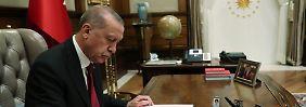 Lira stürzt dramatisch ab: Erdogan baut Einfluss auf Notenbank aus