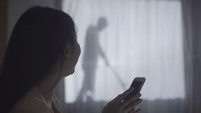 Japanerinnen fürchten sexuelle Gewalt: Schattenmann schlägt Einbrecher in die Flucht