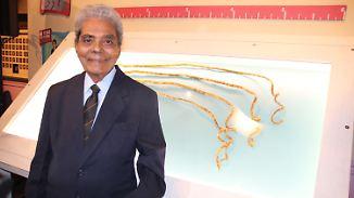 Zusammen fast neun Meter lang: Inder trennt sich von Rekord-Fingernägeln