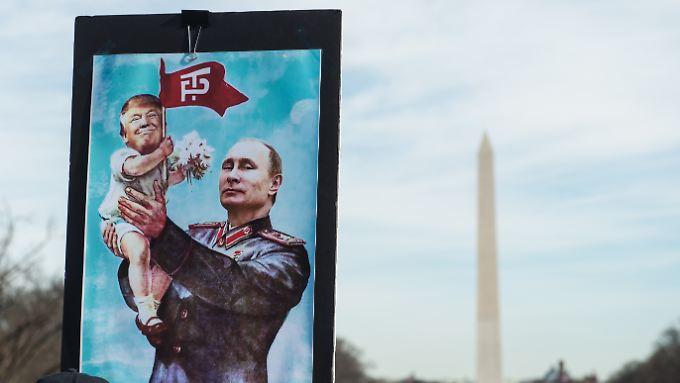 Kreativer Protest vor dem Lincoln-Denkmal: Frauenrechtlerinnen kritisieren im Januar Putin und Trump.