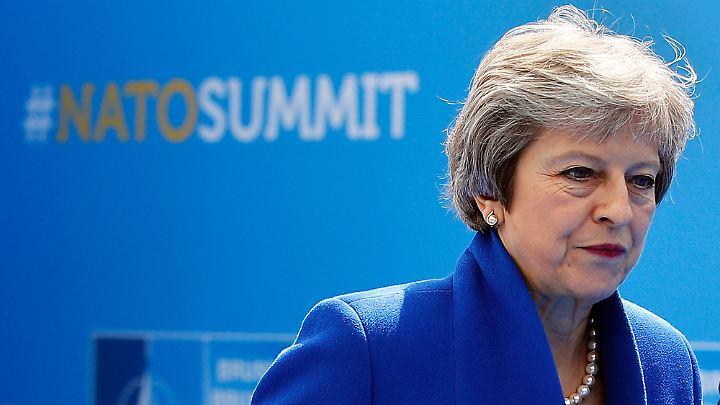 Neun Monate vor dem EU-Austritt steckt Mays Regierung tief in der Krise.