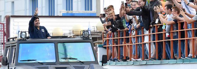Klubpräsident in der Diktatur: Maradona - der pompöse Fußball-Feldherr